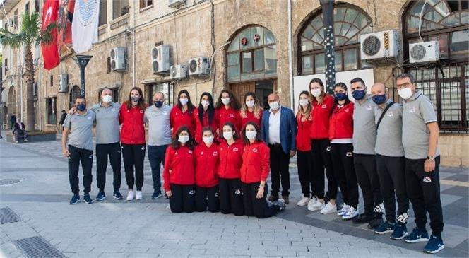 Kadın Voleybol Takımının Motivasyonu Yüksek! Mersin Büyükşehir'in Kadın Voleybol Takımı Önündeki Maçlara Bakıyor