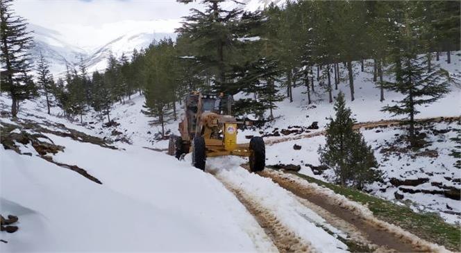 Büyükşehir'den Karboğazı ve Elmalı Mevkiinde Kar Temizleme Çalışması