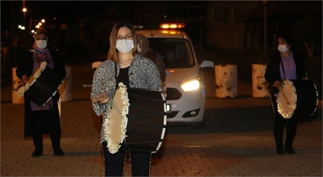 """Erdemli Sahura """"33 Kadın Ramazan Davulcusu"""" İle Uyandı"""