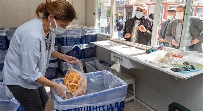 En Yüksek Gramajlı ve En Ucuz Pide Vatandaşın Sofrasında! Türkiye'nin En Ucuz Ramazan Pidesi, Hamurundan Satışına Kadar Kadın Emeği İle İşleniyor