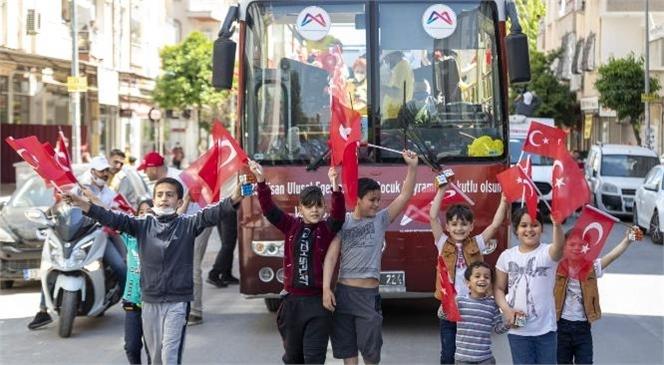 Mersin'de 23 Nisan Çoşkusu! Mersin Büyükşehir Belediyesi, 23 Nisan Ulusal Egemenlik ve Çocuk Bayramı Coşkusunu Kentin Cadde ve Sokaklarına Taşıdı
