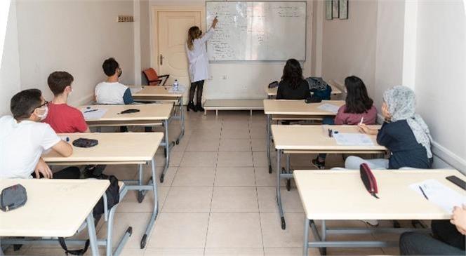 Mersin Büyükşehir, Geleceğin Doktorlarını, Mühendislerini Eğitiyor! Kurs Merkezlerinde Eğitim Önlemlerle Sürüyor