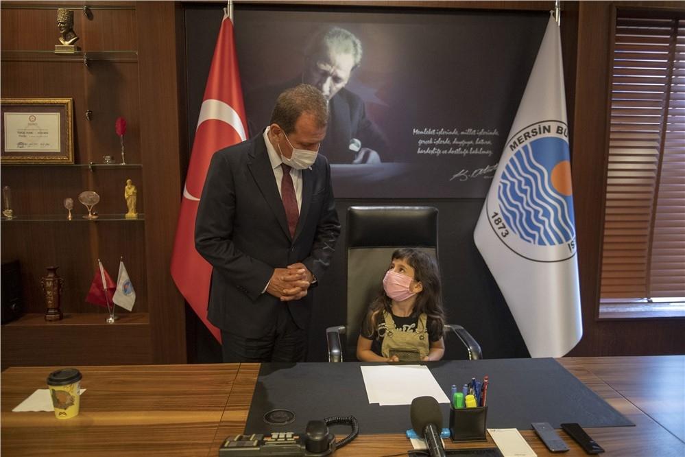Mersin Büyükşehir Belediye Başkanı Vahap Seçer, 23 Nisan Coşkusu İle Çocukları Ağırladı