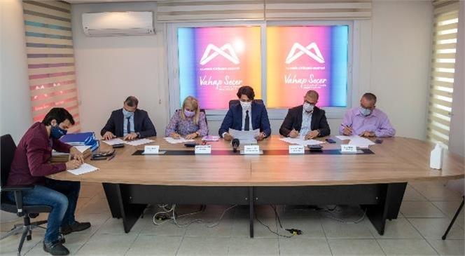 Mersin'de Yerel Yönetimler Tarihinin En Vizyonlu Projesi Olan 'Mersin Metrosu'nun İhalesi Yapıldı. İhaleye, Yerli ve Yabancı 3 Büyük Ortaklık Teklif Verdi
