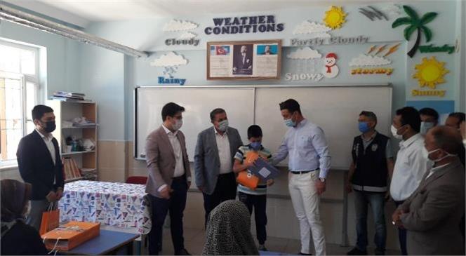 Gülnar Belediyesinden Sınava Girecek Öğrencilere Sınava Hazırlık Seti Hediyesi