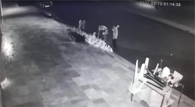 Mersin'de İşletmelerin Önündeki Çiçek ve Saksıları Çalan Şüpheliler Yakalandı