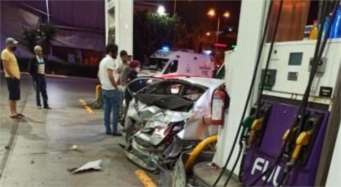 Mersin'de Dün Gece Kontrolden Çıkan Araç Petrol İstasyonuna Girdi