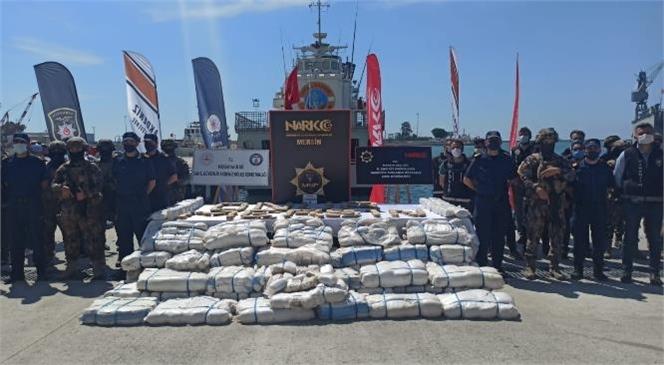 Suriye Açıklarında Düzenlenen Operasyonla Ele Geçirilen 1,5 Ton Esrar Mersin Limanında Sergilendi