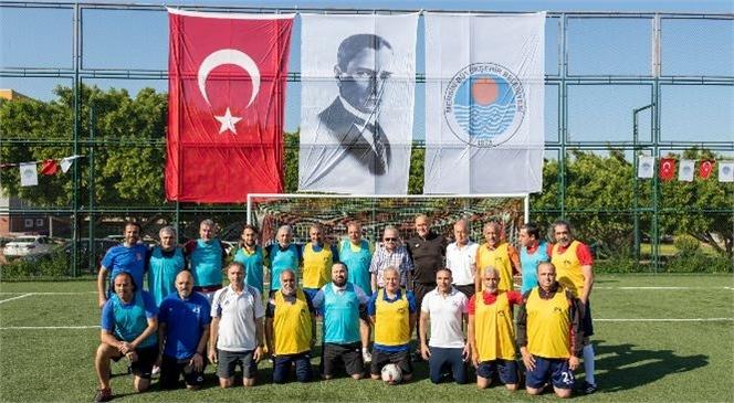 Mersin Büyükşehir Belediyesi, 19 Mayıs Kutlamaları Kapsamında Dostluk Havasında Oynanan Futbol Müsabakaları Düzenledi.