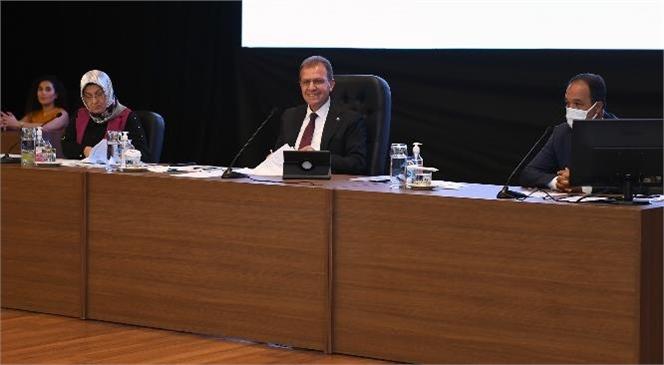 Başkan Seçer, Mersin Büyükşehir Belediye Meclis Toplantısı'nda Metro Projesini Değerlendirdi