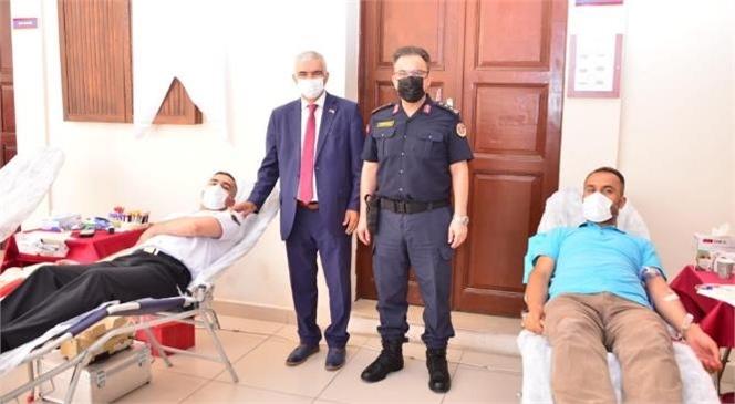 Mersin İl Jandarma Komutanlığı Hizmet Binasında Kızılay Kan Merkezi Tarafından Jandarma Personelinin Katılımı İle Kan Bağışı Faaliyeti Düzenlendi