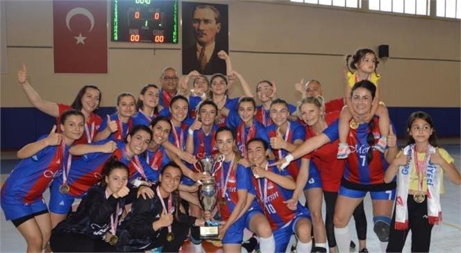 Mersin Büyükşehir Kadın Hentbol Takımı Namağlup Şampiyon
