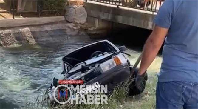 Mersin Tarsus'ta Gece Saatlerinde Meydana Gelen Kazada İçinde 3 Kişinin Bulunduğu Otomobil Kanala Uçtu