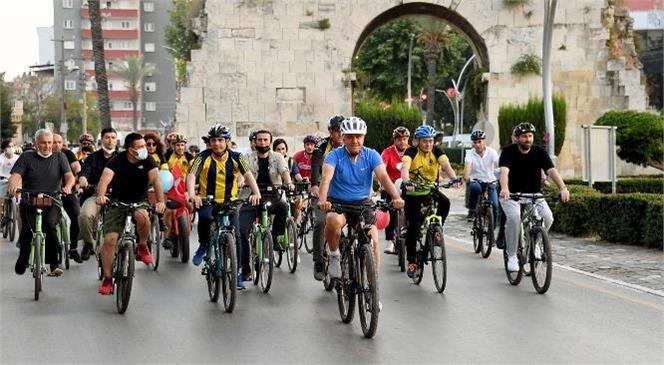 Mersin'de Pedallar Doğa ve Sağlık İçin Çevrildi