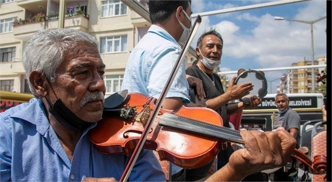 Roman Havaları Mersin Silifke'nin Cadde ve Sokaklarını Sardı; Müzik Sesleri Silifke'ye Renk Kattı