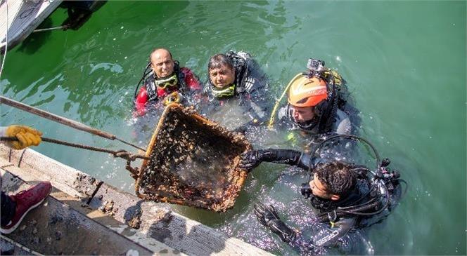 Mersin'in Tek Mavi Bayraklı Marinasından Çıkan Çöpler Şaşırttı
