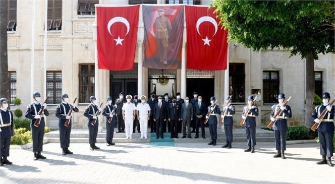 Mersin Valisi Ali İhsan Su, Jandarma Teşkilatının 182'inci Kuruluş Yıl Dönümü Münasebetiyle İl Jandarma Komutanlığı'na Bir Ziyaret Gerçekleştirdi.