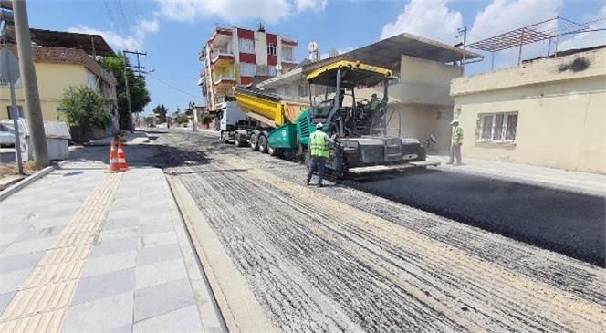 Büyükşehir Belediyesi'nden Tarsus'ta İstiklal Caddesi ve Girne Mahallesinde Asfaltlama Çalışması