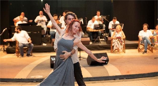 """""""Aşk Olsun"""" Mersinlilerden Tam Not Aldı! Mersinli Vatandaşlar Şiire ve Şarkılara Doydu"""