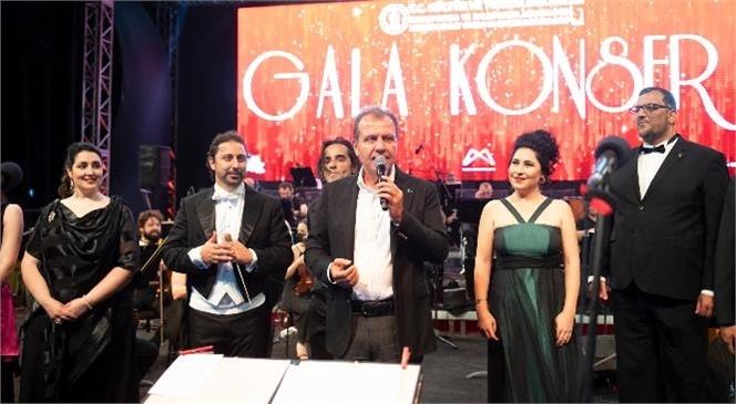 Başkan Seçer, Mersin Devlet Opera ve Balesi İle Büyükşehir Belediyesi'nin İş Birliğiyle Düzenlenen 'gala Konseri'ne Katıldı.