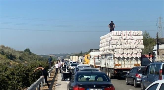 Yüksek Gerilim Tel Çekimi Nedeniyle Mersin - Tarsus Otoyoluda Trafik Zaman Zaman Duruyor