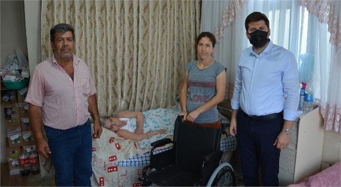 Evde Sağlık ve Bakım Hizmetinden Faydalanan Emine Akçoşkun'a Büyükşehir'den Tekerlekli Sandalye