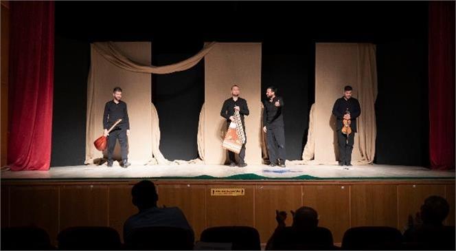"""Mersin Şehir Tiyatrosu İlçelerde """"Perde"""" Dedi! Şehir Tiyatrosu Turneleriyle Vatandaşlarla Buluşuyor"""