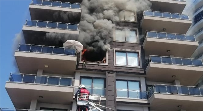 Mersin'de Bir Apartmanda Meydana Gelen Yangında Dumanlar Arasında Mahsur Kalan Kadın Son Anda Kurtarıldı