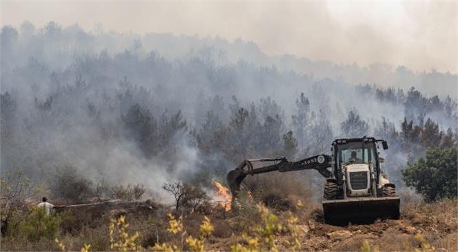Mersin Büyükşehir İtfaiye Ekipleri Canla Başla Görev Başında! Yangın Bölgesinde Mücadele Aralıksız Sürüyor