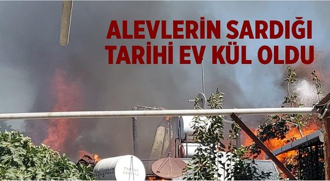 Mersin'in Tarsus İlçesinde Eski Tarsus Evleri'nin Bulunduğu Bölgede Meydana Gelen Yangında 2 Ev Yandı