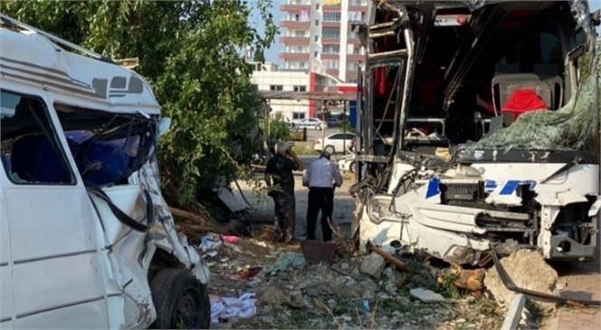 Mersin Silifke'de Yolcu Otobüsü Minibüse Çarptı