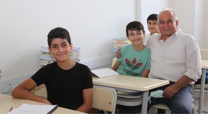 Erdemli Belediyesi Velilerin ve Öğrencilerin Yüzünü Güldürüyor