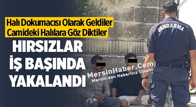 Mersin'in Tarsus İlçesinde İlginç Olay! Halı Dokumacısı Olarak Gelen 2 Kişi Camideki Halıları Çalarken Yakalandı