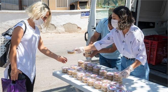 4 Merkez İlçenin Mahallelerinde 15 Bin Adet Aşure Dağıtıldı