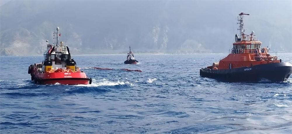 Mersin Uluslararası Limanı İşletmeciliği A.Ş. Römorkörü ''MIP-4'', Doğu Akdeniz'de Tedirginlik Oluşturan Petrol Kirliliğine Müdahale Etti