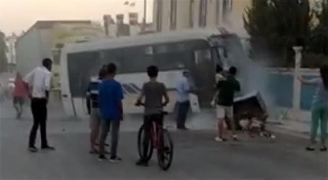 Tarsus'ta TIR İle Halk Otobüsü Çarpıştı