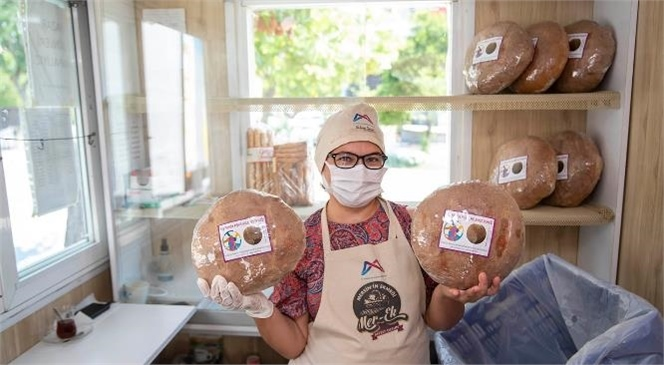 Kadınlar Üretiyor, Yöresel Ekmekler MER-EK'te Satılıyor