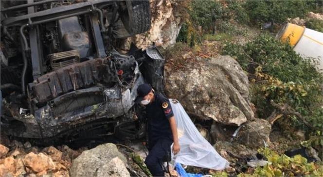 Mersin Çamlıyay'da Meydana Gelen Kazada Mikser Şarampole Yuvarlandı: 1 Ölü