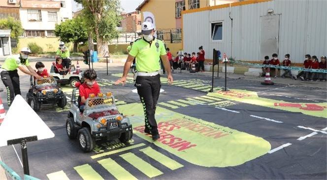 Mobil Trafik Eğitim Tırı İle Öğrencilere Yönelik Uygulamalı Olarak Trafik Eğitimleri Düzenlendi