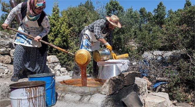 Uzuncaburç'ta Kadınlar Üretiyor, Büyükşehir Destekliyor
