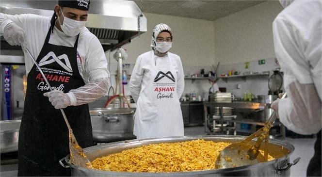 Mahalle Mutfakları'ndan 19 Ayda 200 Bin Yemek Sofralara Ulaştı! Mersin Büyükşehir'in Mahalle Mutfakları Karın Doyuruyor