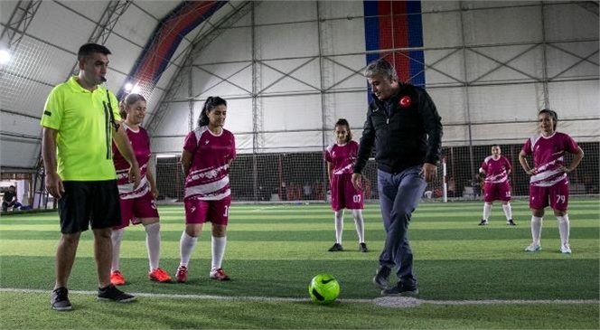 """""""Kadınlar Futboldan Anlamaz"""" Algısını Yenmek İçin Sahaya Çıktılar"""