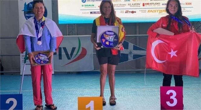 Mersin Deniz Ticaret Odası Tarafından da Desteklenen Genç Sporcu Miray Ulaş, İtalya'nın Palermo Kentinde Düzenlenen Para Yelken Dünya Şampiyonası'nda Hansa 303 Kadınlar Sınıfında Üçüncü Oldu