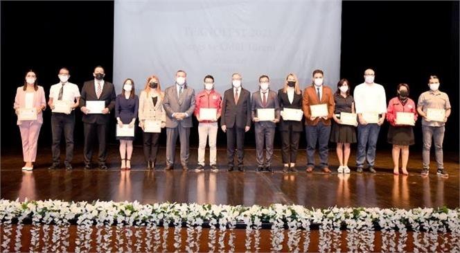 Teknofest Yarışmalarına Mersin'den Katılarak 1 İkincilik ve 3 Üçüncülük Alma Başarısı Gösteren Öğrencilere Başarı Belgeleri Vali Ali İhsan Su Tarafından Verildi