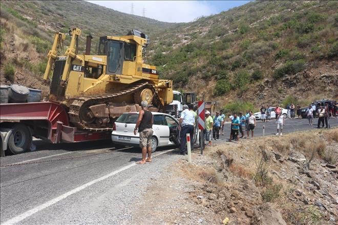 Otomobil TIR'a Çarptı 17 KM'lik Araç Kuyruğu Oluştu