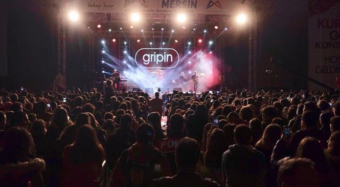 Gripin ve Kubat'ın Sahne Aldığı Konserlere Binlerce Mersinli Katıldı