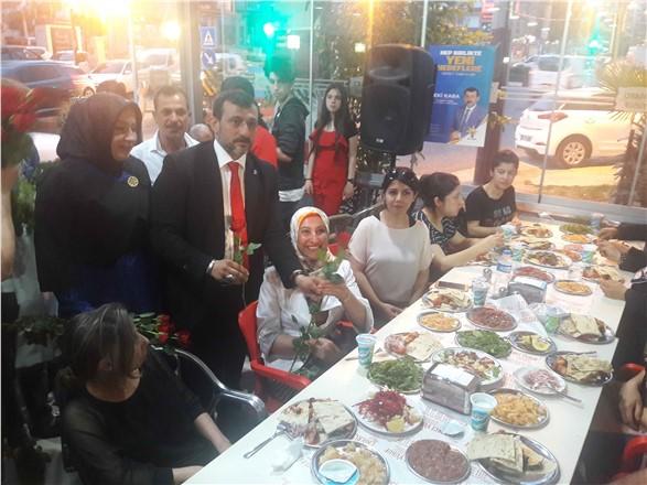 AK Parti Mersin A.Adayı Zeki KABA, Yemekte Teşkilat Tabanı İle Kaynaştı