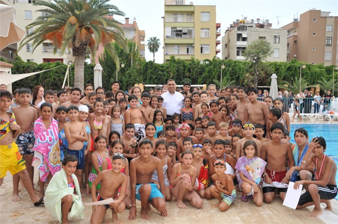 Mersin Tarsus'ta Faaliyet Gösteren, Tarsus Su Parkta Yüzme Kursiyerlerine Sertifika Heyecanı Yaşandı