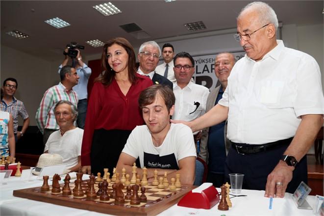 Mersin'de Satranç Turnuvası Başladı, Rakibi Mat Etmek İçin İlk Hamleler Yapıldı