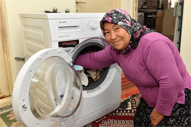 Mutluluğun Adı 2 Çekyat 1 Makine, Evi Yanan Yaşlı Çifte Büyükşehir Yetişti